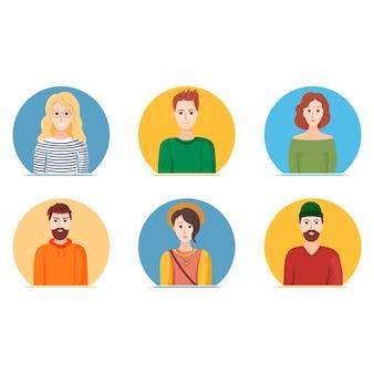 Set di avatar. diversi giovani ragazzi e ragazze stanno sorridendo. illustrazione vettoriale su sfondo bianco.