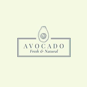 Segno astratto di avocado, simbolo o modello di logo. schizzo di sillhouette di frutta esotica disegnata a mano con cornice e tipografia retrò elegante. emblema di lusso vintage.