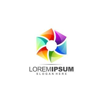 Fantastico design del logo poligonale con colore