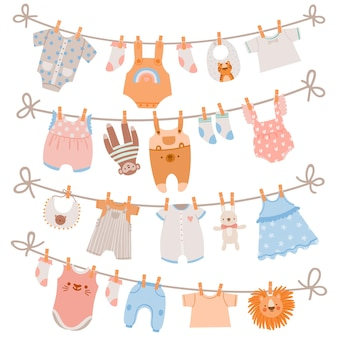 Vestiti del bambino sulla corda. abbigliamento, calze, vestiti e giocattoli per neonati appesi su una corda da bucato. biancheria per bambini che asciuga sull'insieme di vettore della molletta da bucato. illustrazione di abbigliamento per bambini appeso alla corda, indumento e usura