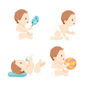 Bambino che gattona, gioca e succhia il biberon, insieme