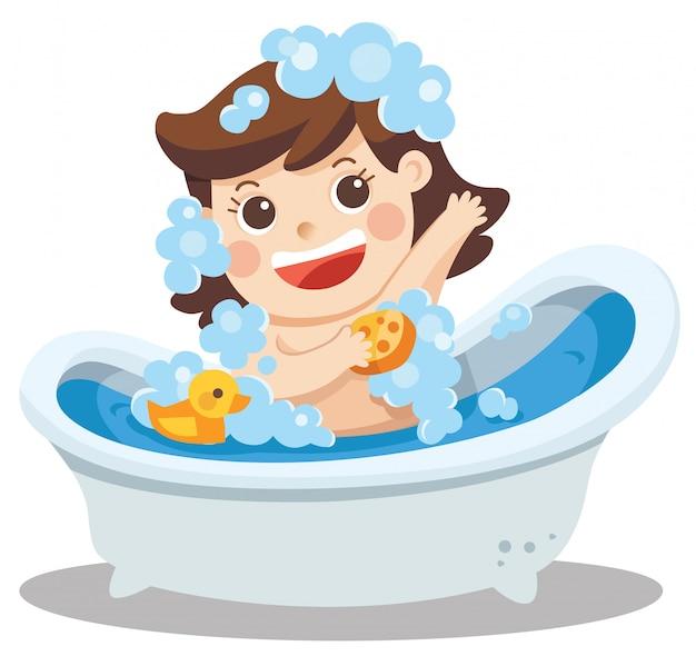 Una bambina fare un bagno nella vasca da bagno con un sacco di schiuma di sapone e anatra di gomma.
