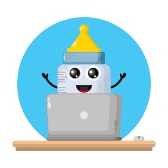 Bambino ciuccio laptop simpatico personaggio logo