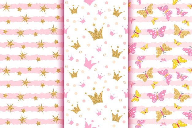 Fantasie baby con farfalle glitter dorate, corone, strass, su striscia rosa. Vettore Premium