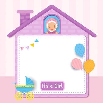 Baby card design della carta con la bambina sulla cornice di casa carina decorata con palloncini per la festa