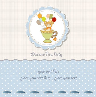 Carta di baby shower con tenero orsacchiotto