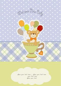 Carta di baby shower con tenero orsacchiotto