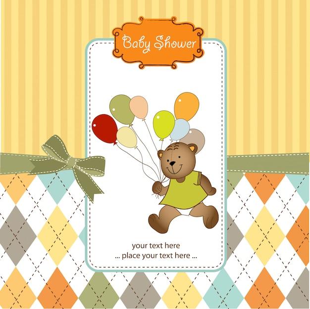 Carta di baby shower con il giocattolo di orsacchiotto