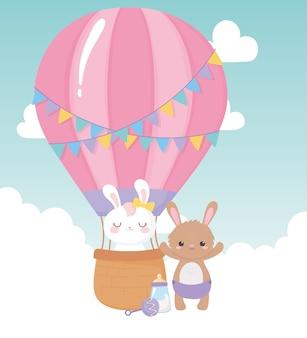 Baby shower, simpatici coniglietti nel fumetto della mongolfiera, celebrazione benvenuto neonato