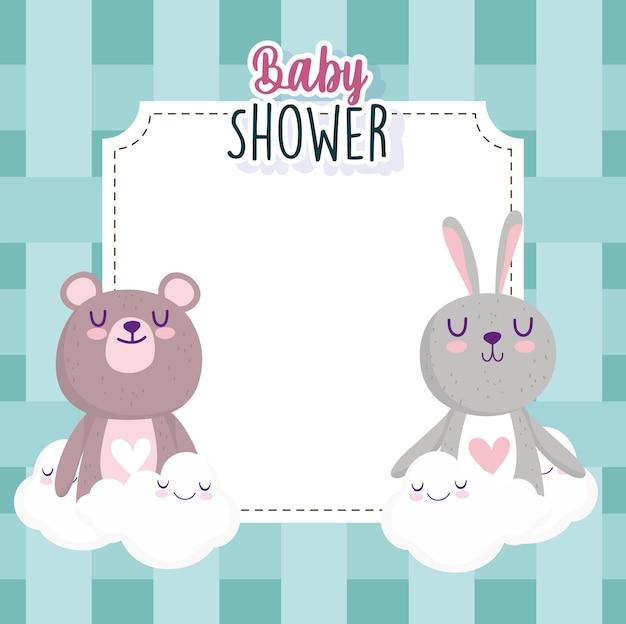 Cartolina d'auguri della doccia di bambino con l'illustrazione di vettore dell'illustrazione di vettore della decorazione delle nuvole dell'orso e del coniglietto