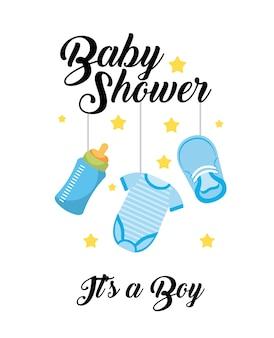Baby shower è una carta di decorazione di appendere la bottiglia di vestiti del ragazzo