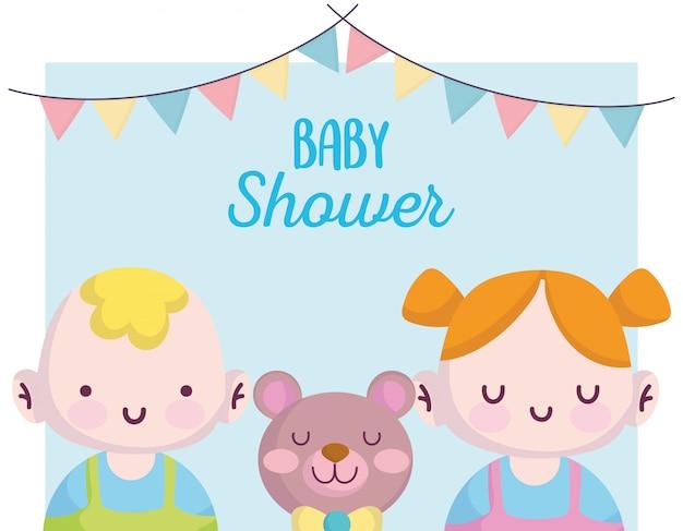 Baby shower, bambino e bambina con simpatico orso, annunciano la carta di benvenuto per neonati