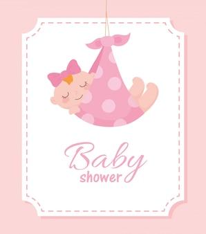 Etichetta baby shower, bambina carina in coperta punteggiata, etichetta celebrazione neonato di benvenuto