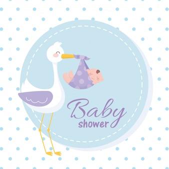 Etichetta per baby shower, cicogna che trasporta un bambino, etichetta di benvenuto per neonati