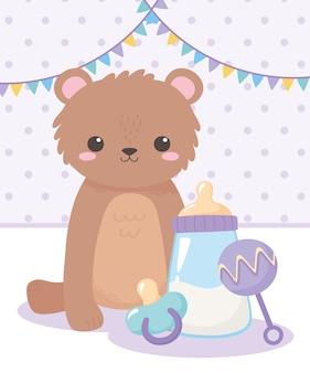 Baby shower, orsacchiotto con sonaglio ciuccio e biberon, celebrazione benvenuto neonato
