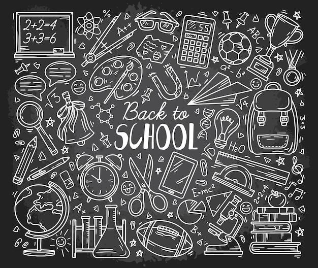 Torna a scuola doodle icone impostate sulla lavagna
