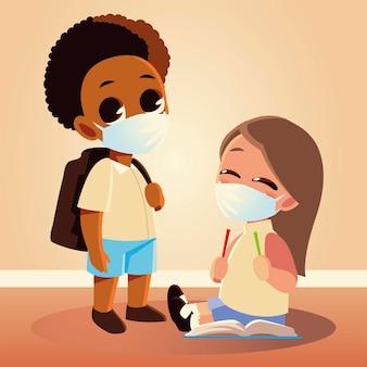 Torna a scuola di ragazza con matite e ragazzo con maschere mediche, allontanamento sociale e tema educativo