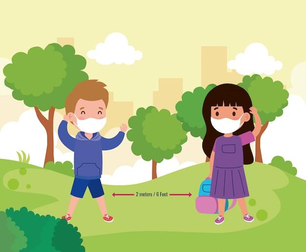 Ritorno a scuola per un nuovo concetto di stile di vita normale, i bambini che indossano la maschera medica e il social distanza proteggono il coronavirus covid 19, all'aperto