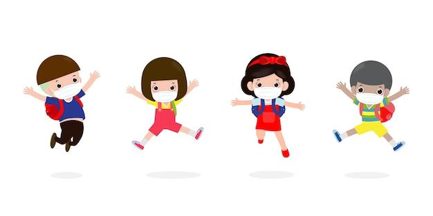 Torna a scuola per un nuovo concetto di stile di vita normale. bambini felici che saltano indossando maschera per il viso proteggono il virus corona