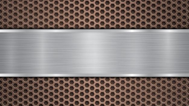 Sfondo di superficie metallica perforata in bronzo con fori e piastra lucidata in argento orizzontale con una trama metallica, riflessi e bordi lucidi