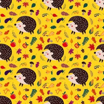 Sfondo di simpatici ricci cartoni animati tra congedo autunnale e frutti con funghi su sfondo giallo