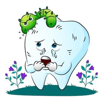 I batteri stanno mordendo il corpo del dente e hanno reso il dente spaventoso dell'illustrazione