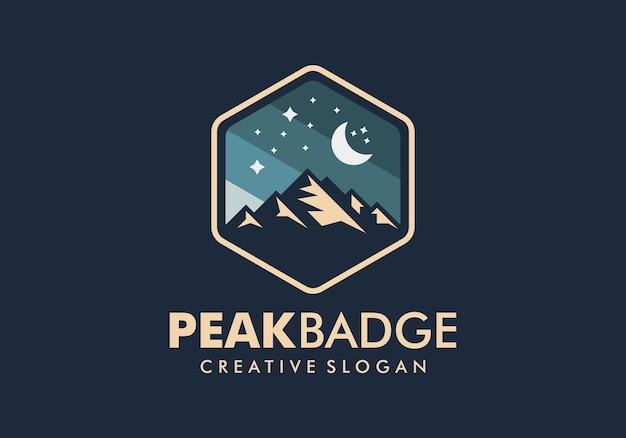 Modello di progettazione di logo di montagna distintivo Vettore Premium