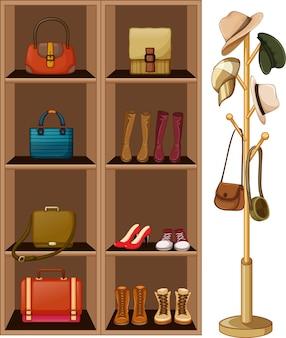 Borse e scarpe sugli scaffali con appendiabiti su sfondo bianco