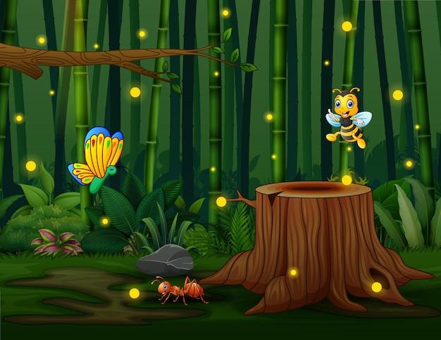 Uno sfondo di foresta di bambù con insetti e lucciole