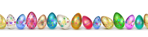 Banner realizzato con realistiche uova di pasqua in vari colori con decorazioni colorate su bianco