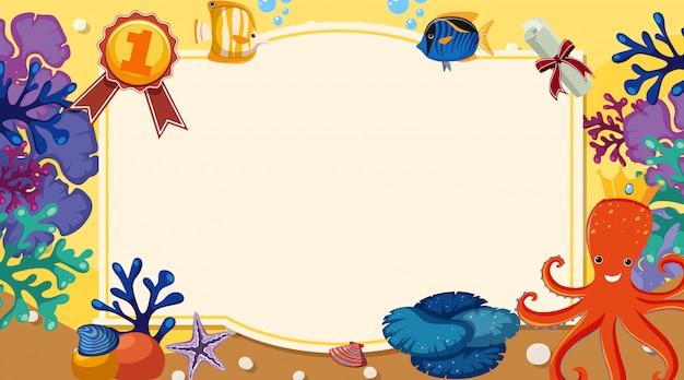 Modello della bandiera con molte creature del mare sotto il mare