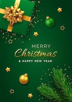 Banner con scatola regalo verde realistica con fiocco dorato, rami di pino, stelle dorate, coriandoli e palline