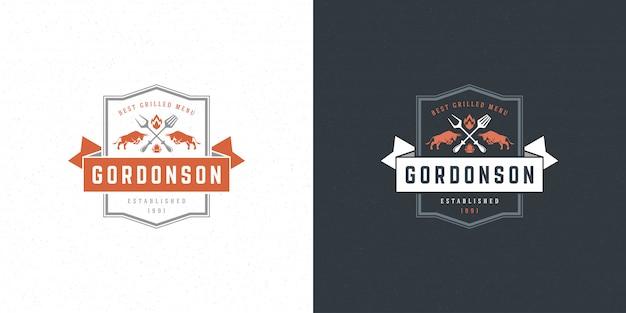 Tori dell'emblema del menu del ristorante del bbq della griglia della bistecca dell'illustrazione di vettore di logo del barbecue
