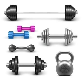 Bilanciere, manubri e set kettlebell. set di attrezzature per il bodybuilding e palestra fitness. illustrazione realistica di allenamento sportivo isolato su priorità bassa bianca