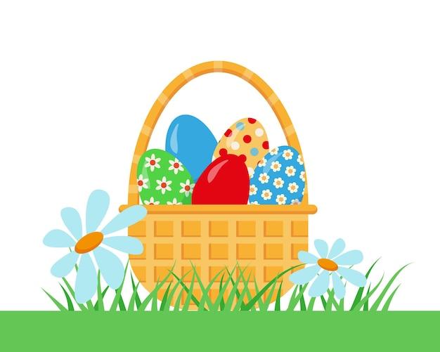Cestino con le uova di pasqua sull'erba verde.