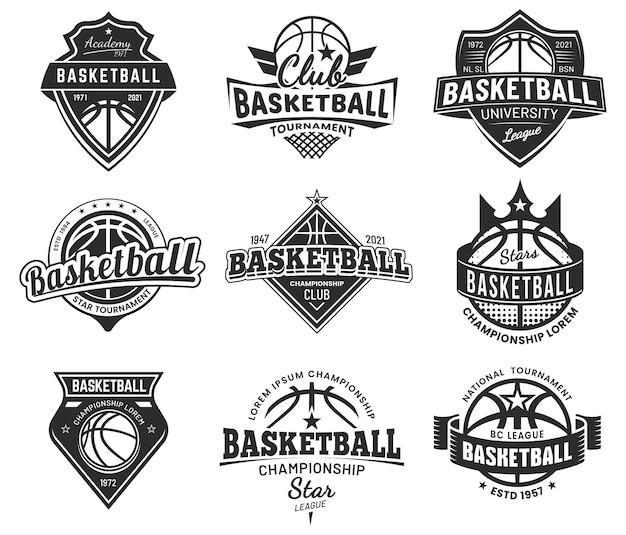 Distintivi del torneo di sport di squadra di pallacanestro, campionato universitario e club dei campioni, emblemi. cartelli di pallacanestro o streetball college e varsity, palla con ali e scudi a stella, striscioni