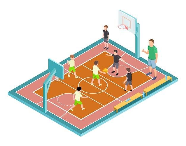 Allenamento di pallacanestro. i bambini giocano a basket. campo sportivo isometrico, bambini con palla e allenatore