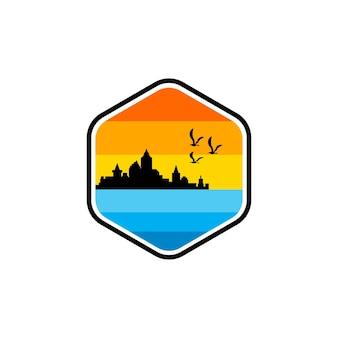 Disegno del logo distintivo della spiaggia vector