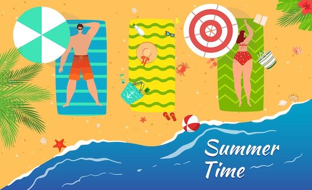 Spiaggia estate mare persone che prendono il sole in sabbia