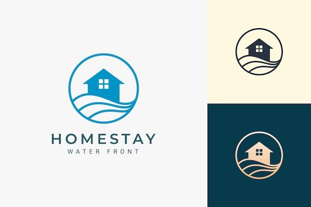 Logo della residenza o dell'appartamento a tema spiaggia con l'onda e il cerchio dell'oceano
