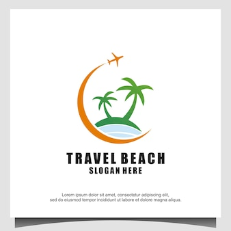 Spiaggia con l'illustrazione di progettazione del logo della palma dell'isola piana