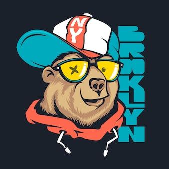Bear in cap print design per t-shirt