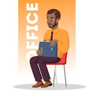 Barbuto afro-americano uomo seduto su una sedia con valigetta. ragazzo africano premuroso in costume formale in attesa di incontro con medico, consulente bancario per ottenere credito o colloquio di lavoro. .