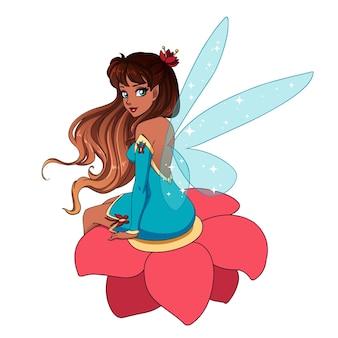 Bella fata dei cartoni animati con ali blu lucenti, capelli castani seduti su un fiore. illustrazione disegnata a mano.