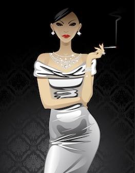 Bella donna di modo in abito da sera metallico con gioielli con diamanti e una sigaretta sul nero