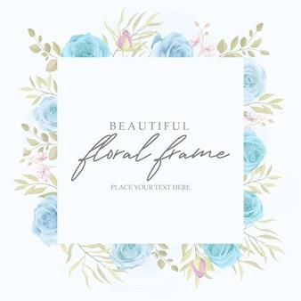 Modello di bella cornice floreale con ornamento floreale rose disegnate a mano