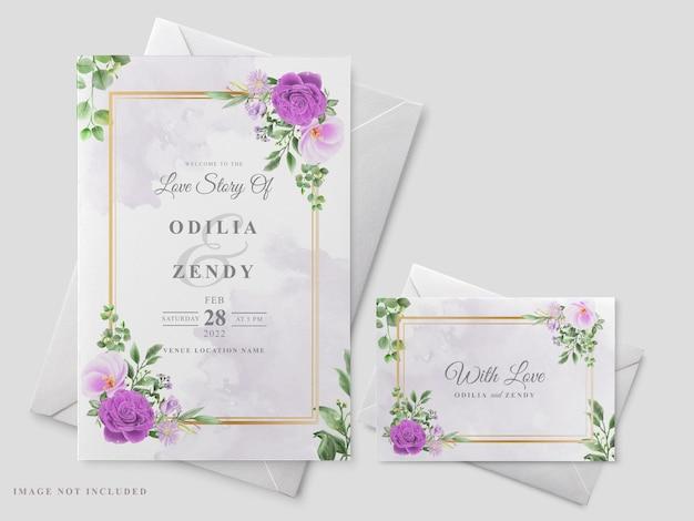 Bello modello floreale della carta dell'invito di nozze disegnato a mano