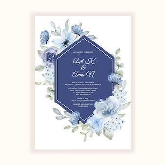 Bellissimo invito a nozze con cornice floreale con fiori blu