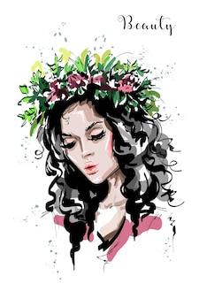 Bella ragazza in ghirlanda di fiori.