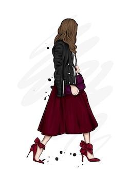 Bella ragazza in una gonna lunga, giacca di pelle e scarpe col tacco alto. moda e stile, abbigliamento e accessori.